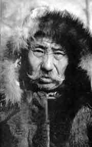 В любом уголке республики Якутия можно услышать рассказы о великих шаманах, некогда живших в этих краях и оставивших после себя долгую память. В Верхневилюйском улусе таковым, без сомнения, является Ньыыкан Огонньор (старик Никон). Его полное имя Никон Алексеевич Васильев. Родился он в 1879 году. Умер в 1984-м, когда ему уже перевалило за сто лет.