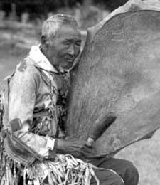 Аксакал поселка Соморсун Амгинского улуса, отец известной народной певицы Ольги Ивановой. Умер в преклонном возрасте в 80-ых годах. Он был в 20-х и 30-ых годах близким другом и кутуруксутом (помощником в камлании) знаменитого чурапчинского шамана Н.Н.Протасова. В годы войны (40-ые) убежал, скрывался в тайге, потом был амнистирован, вернулся домой. Фото из коллекции А.Дойду.