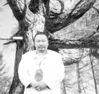 Саман Харатаала - специалист по древним обычаям и обрядам очищения саха, шаман V клана, VII ранга, народный целитель, этнопедагог, психолог, духовный культуролог.