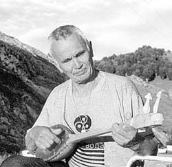 67-летний Антон Юданов - зайсан, вождь племени северных алтайцев - тубаларов. Посвящен в «белые» шаманы.